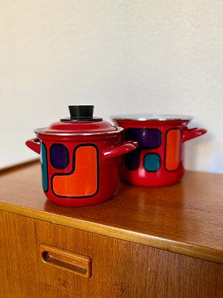 A pair of retro enamel cooking pots