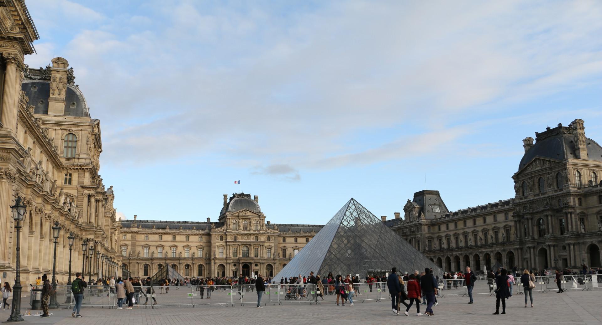 Le Carrousel du Louvre, Paris, Art Shopping