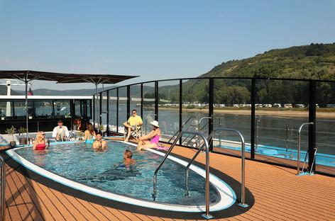 European River Cruise Swimup Bar.JPG