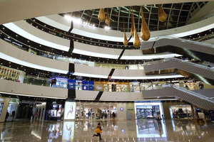 בבייג'ינג, התקין מצלמות כדי לעקוב אחר תנועת הקונים ,Tongzhou Wanda Plaza קניון