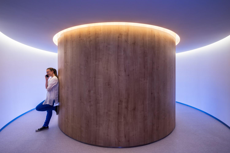 circular hall arround meeting room