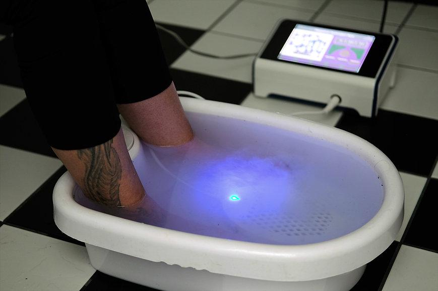 Das ionisierende Fußbad von Ki-sience unterstützt die Entgiftung von Glyphosat und Aluminium