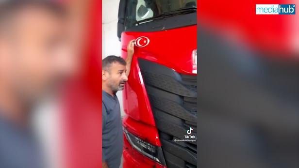 Սյունեցին ստիպեց, որ թուրք վարորդը բեռնատարից պոկի թուրքական դրոշը