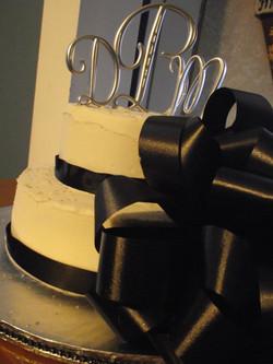black_and_white_wedding_cak