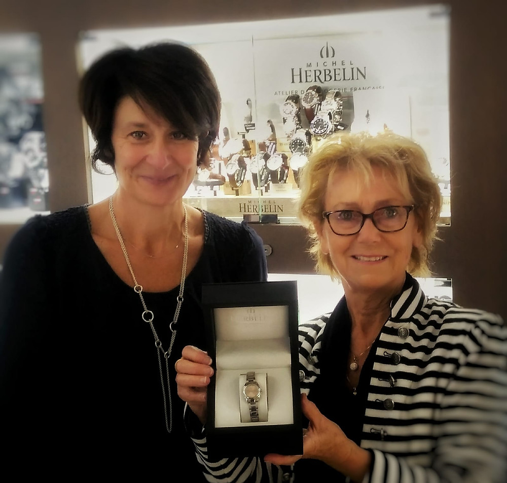 Le tirage au sort des bénévoles a fait une heureuse avec une belle montre offert par MICHEL HERBELIN et l'horlogerie Phelippeau