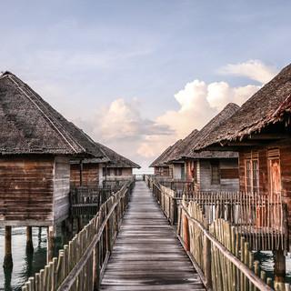 Chalets with balconies overlookng the ocean