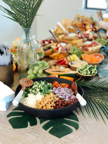Tropical Welcome Party Table