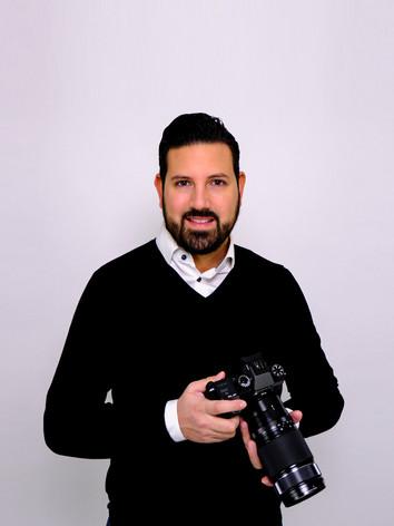 Picardi Photography GmbH, Andrea Daniele Picardi Portrait mit Kamera