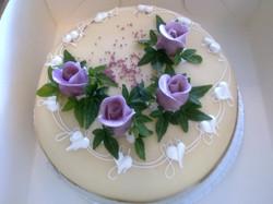 Marsipankake med blomster