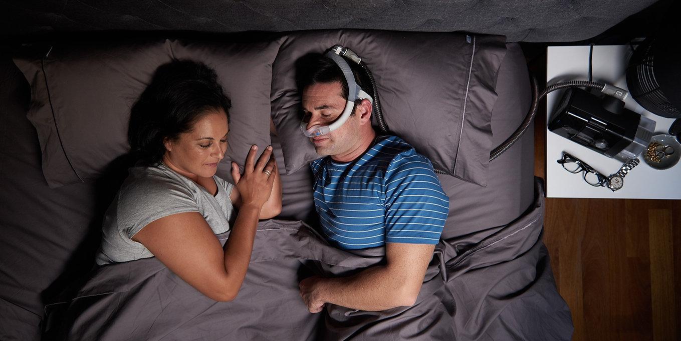 ResMed-N30i-Bedroom-Couple.jpg