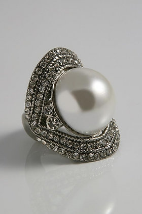 """Floy""Large Oval Silver Tone White Pearl Ring"
