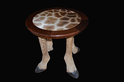 GIRAFFE ROUND TABLE (Large).jpg