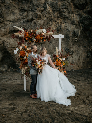 Love Story | Fall Florals Beach Elopement