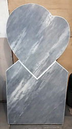 сердце из камня, памятник с сердцем