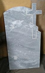 памятник с крестом, мраморный памятник, серый памятник