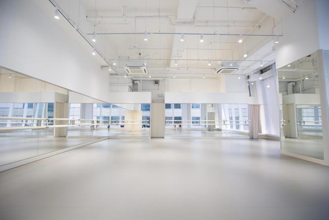 Ballet Blanc studio