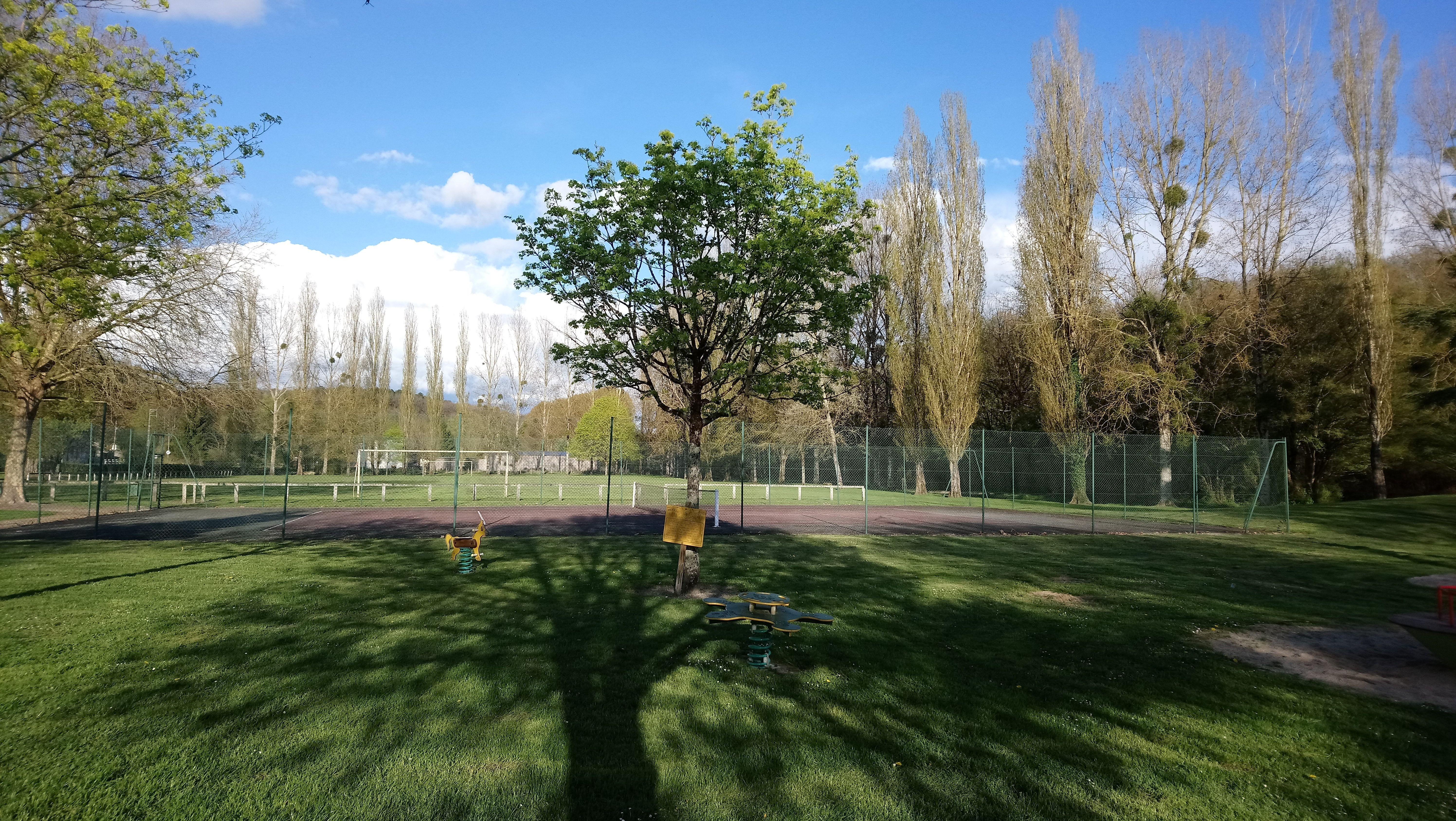 Activites et jeux terrain de foot et ten
