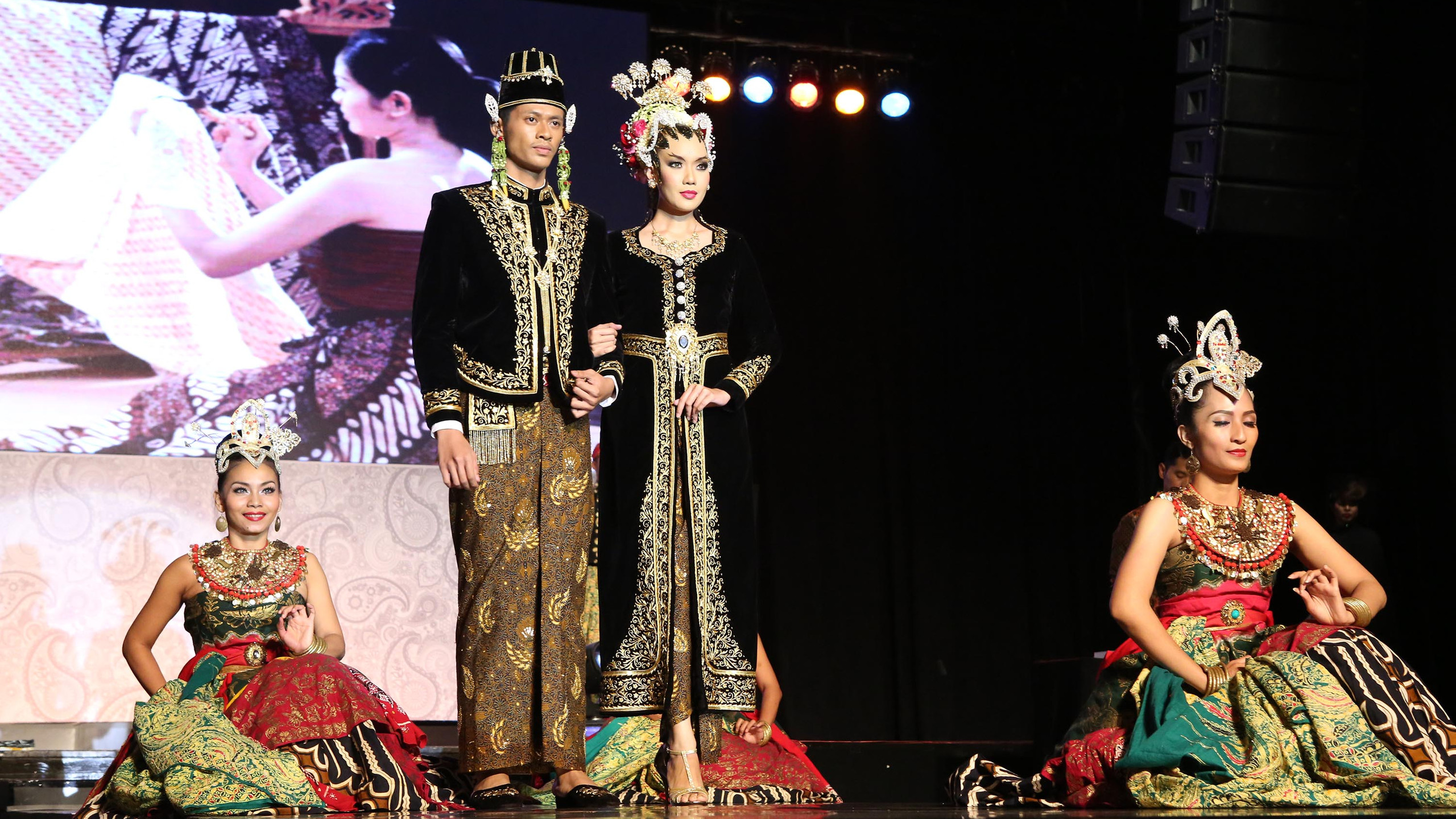 "Fashion show ""Royal Wedding"