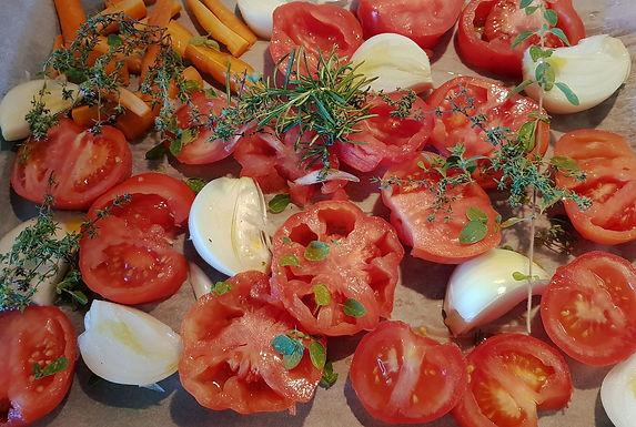 Coulis de tomates confites au four aux herbes presque brûlées