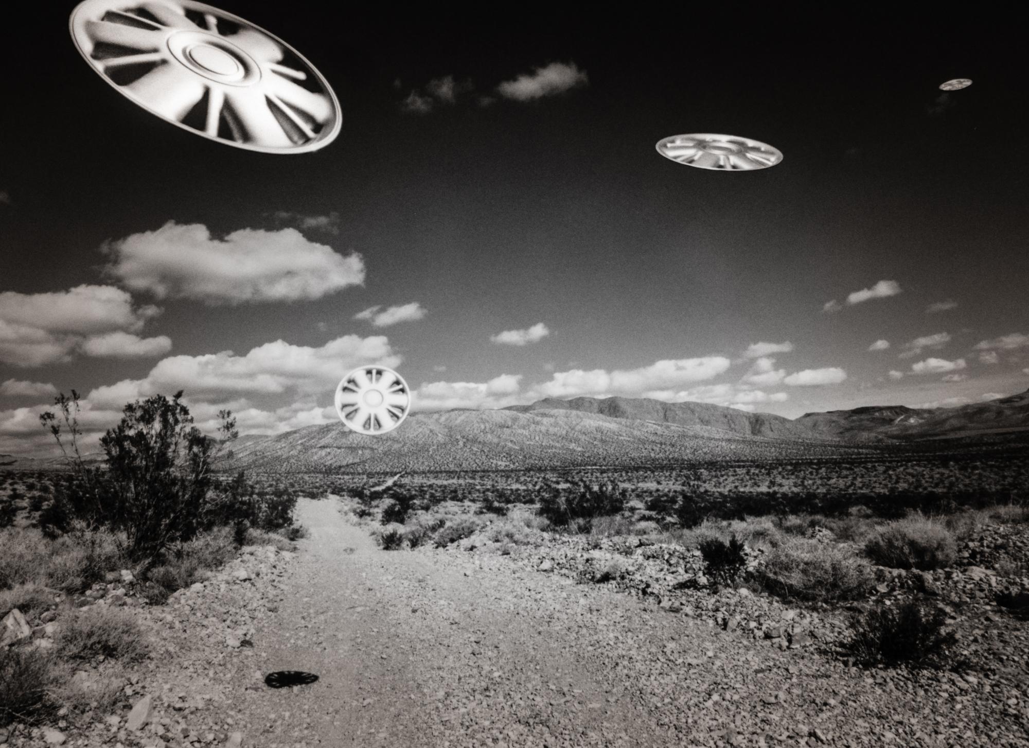 UFOs in the desert Sun