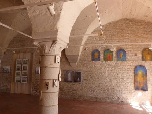 Vézélay salle gothique 06.JPG