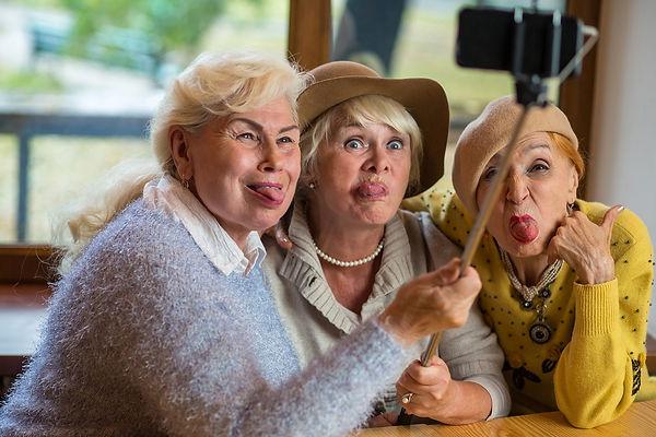 seniors_bg_11.jpg