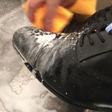 靴の洗浄方法イメージ