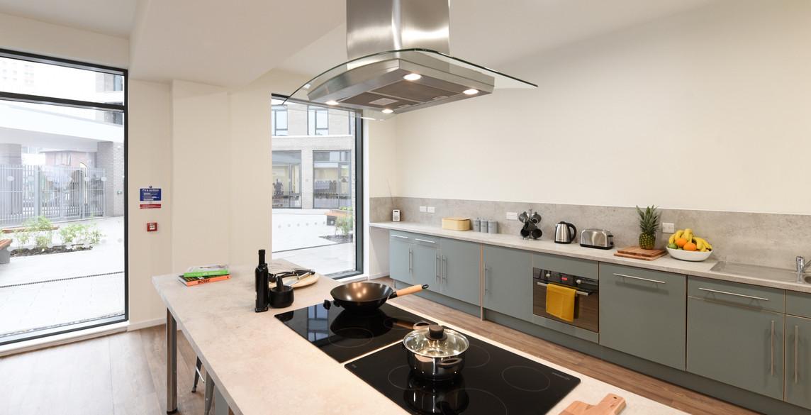Glasgow-St Mungos - communal kitchen-2.j