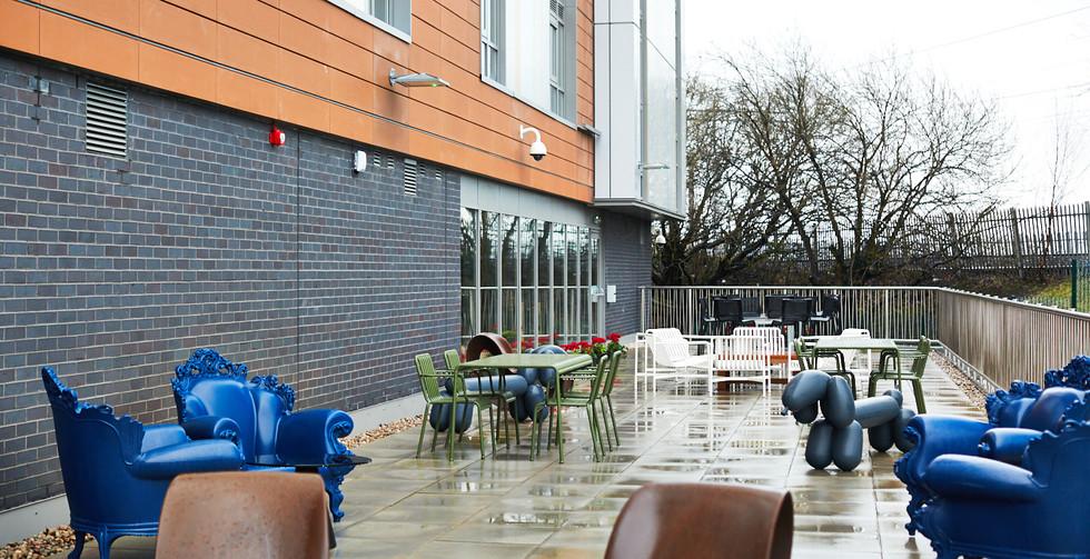 Glasgow - Outside chairs 4.jpg