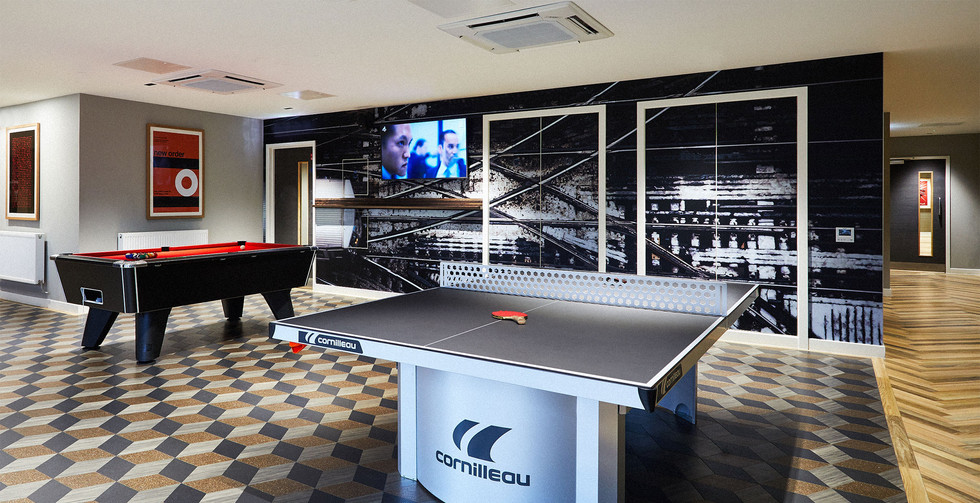 Glasgow - Games room - Table tennis and