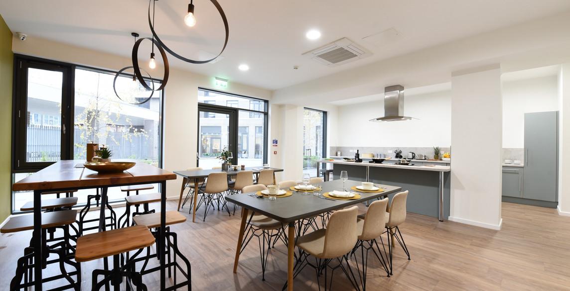 Glasgow-St Mungos - communal kitchen.jpg