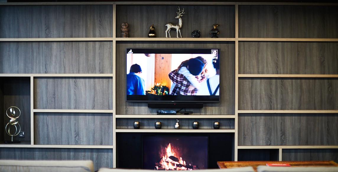 Glasgow - Hub TV and fire.jpg