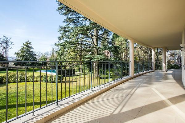 9 terrasse + piscine.jpg