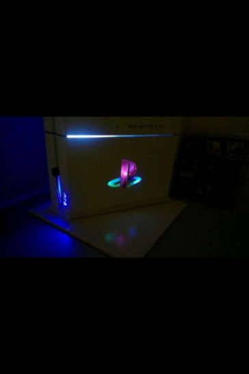 PS4 Custom LED 1TB console + 1 wireless Lightning controller with Smart LED. Tec
