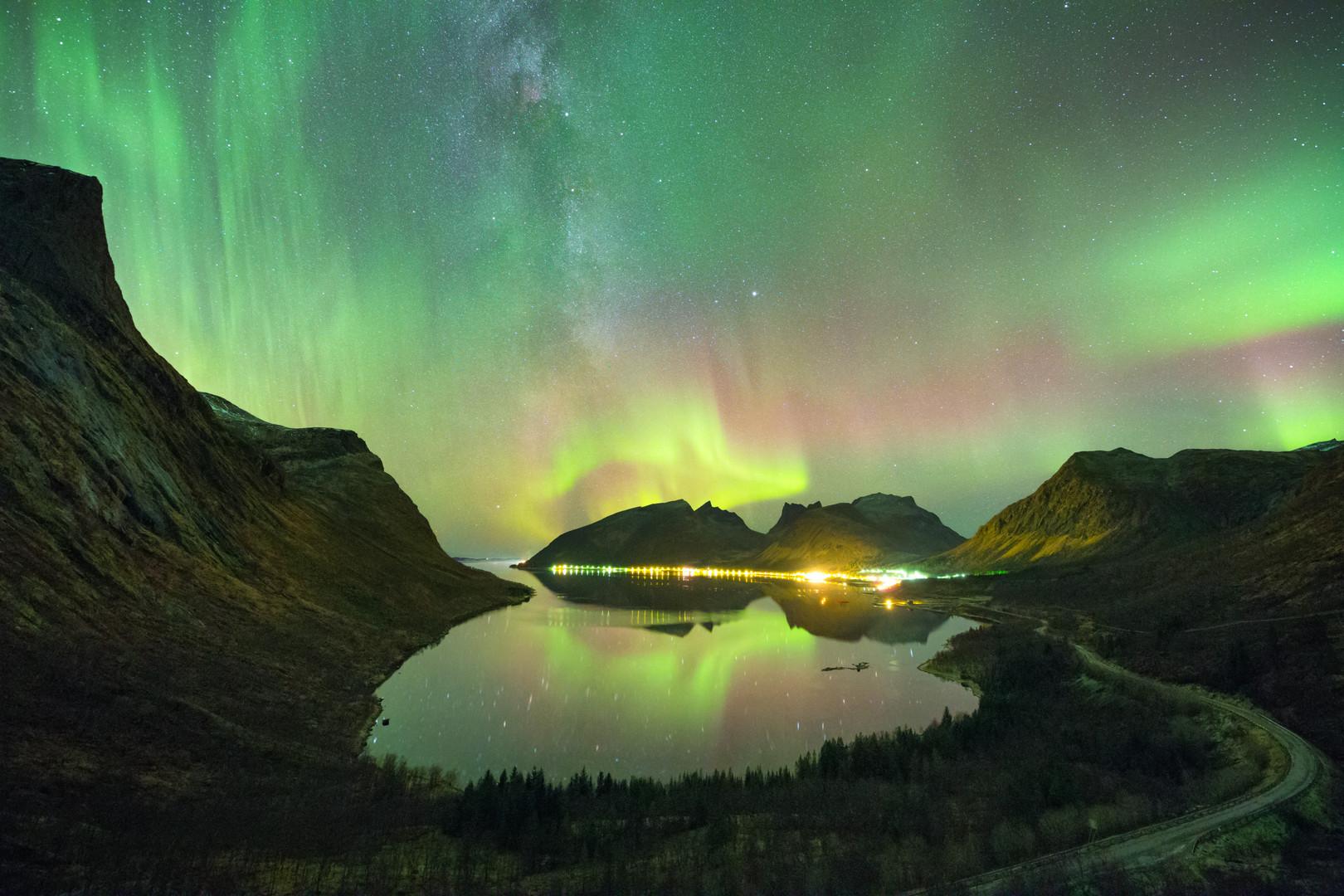 Bergsbotn aurora and milky way