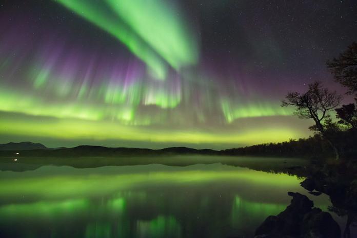 Aurora at the lake