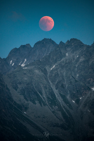 Total Lunar eclipse over Swiss Alps