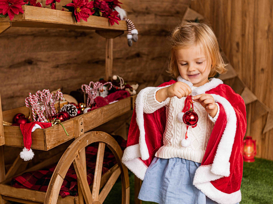 Fotografías de Sesión de Navidad, Niña rubia con Candy Bar navideño, Fotografías de Sesión de Navidad, Christmas Photo Session,