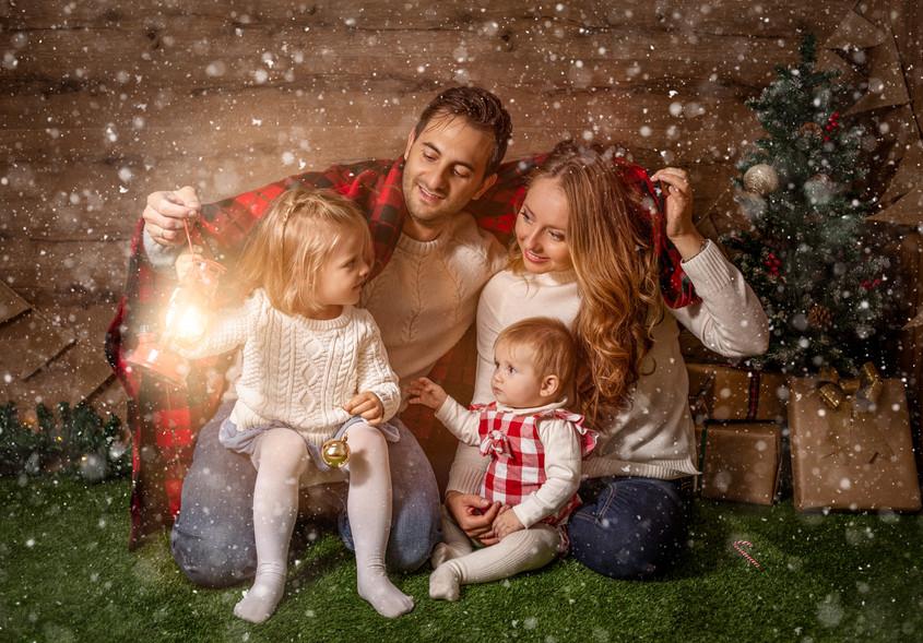 Fotografías de Sesión de Navidad, Niña con farol, Fotografías de Familia, Sesión de Navidad Familiar, Christmas Photo Session,