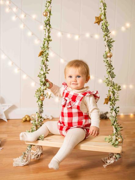 Fotografías de Sesión de Navidad, Bebé en Columpio navideño, Fotografías de Sesión de Navidad, Christmas Photo Session,
