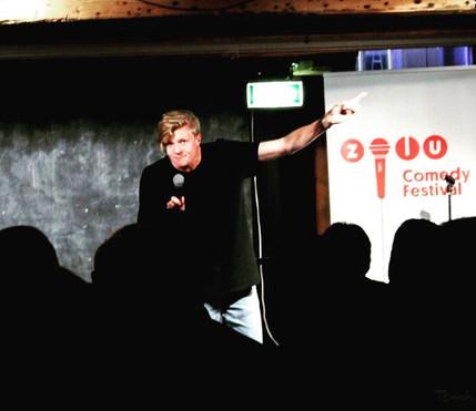 Victors forældre skal skilles show til Zulu Comedy Festival i 2016