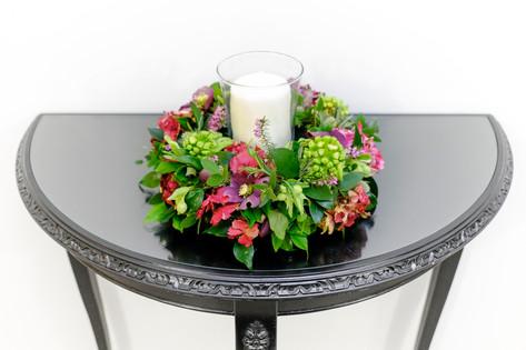 Vibrant round table centre