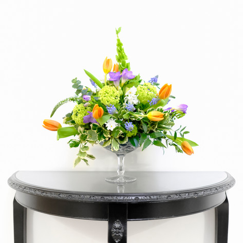 Small table pedestal arrangement