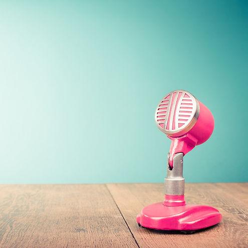 Mikrofon%202000x1333_edited.jpg