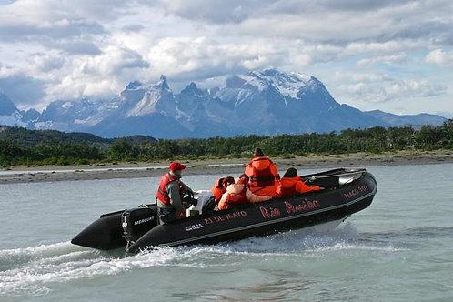 Día completo navegación glaciares Balmaceda & Serrano en Zodiac