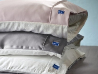 Lay on these pillowcases with wet hair