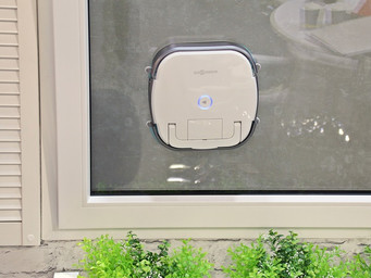 A robot that 'does windows' at CES