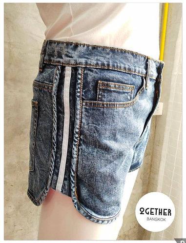BC-003 : กางเกงยีนส์ขาสั้นชายโค้งแถบข้างขาว (ยีนส์ยืด)