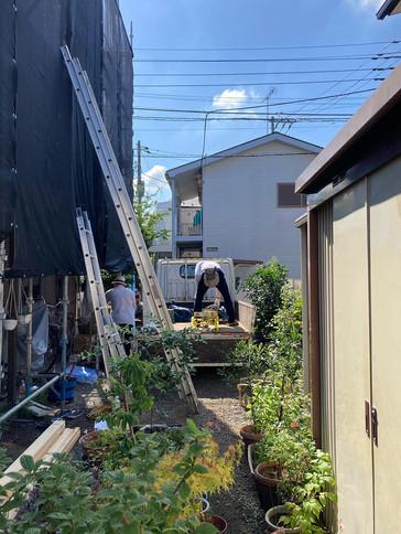屋根改修工事が始まりました
