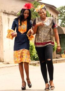 Jeans-geïnspireerde Afrika-rok en goue sebra-blouse met diereprint